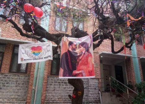 عيد الحب: طقوس شجرة 'العذرية' تثير غضب فتيات جامعيات في الهند