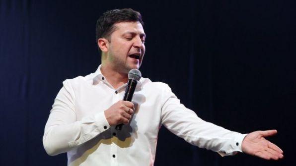 'كوميدي بلا خبرة سياسية' في طريقه لرئاسة أوكرانيا