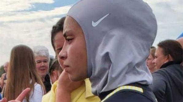 استبعاد عداءة بعد إنهاء السباق بسبب الحجاب