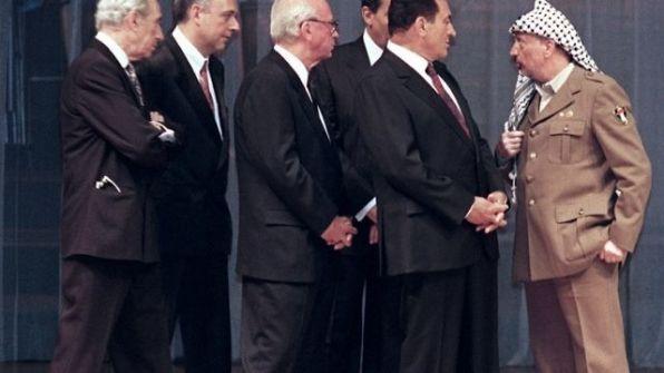 """""""وقّع خلّصنا.. يا ابن"""".. إسرائيل تكشف خفايا """"اللحظة الحرجة"""" في اتفاق أوسلو.. هذا ما قاله المخلوع مبارك للراحل عرفات!"""