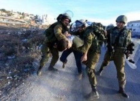 الاحتلال يعتدي بالضرب على شاب جنوب بيت لحم