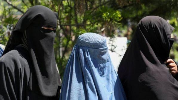أفغانستان: طالبان تطلب من النساء العاملات البقاء في المنازل