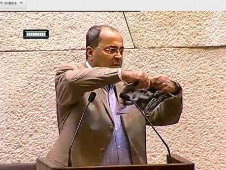 بعد تمزيقه صورة كهانا: تهديدات بالقتل ضد النائب الطيبي من زعران كهانا
