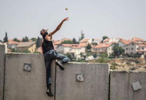الجدار الفاصل يحرم المقدسيين من الحرية.. والمياه