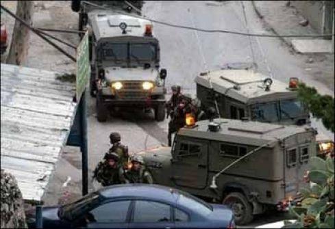 الاحتلال يعتقل مواطنين جنوب الخليل