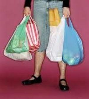 كاليفورنيا أول ولاية تحظر الأكياس البلاستيكية