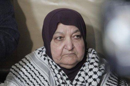 'خنساء فلسطين' ترزق بحفيد من نطفة مهربة ووالده الأسير 'لم تتسع الدنيا لسعادته'
