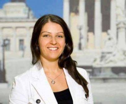 النمسا.. وزيرة من أصل فلسطيني تقاضي زعيم حزب بسبب تصريحات