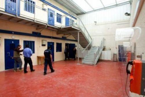 توتر كبير سجن مجدو واضراب 10 اسرى عن الطعام وتعذيب واهانات للاشبال