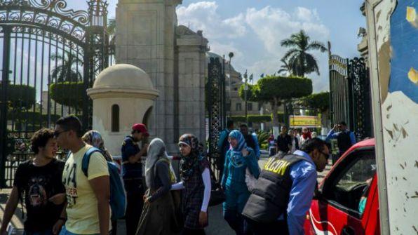 جامعة القاهرة تمنع المنتقبات من التدريس