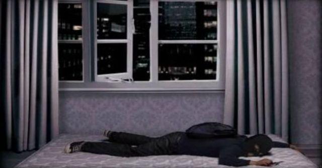 طفل يقتل لصاً في منزله
