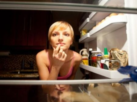 طعام الليل يؤثر في الدماغ!