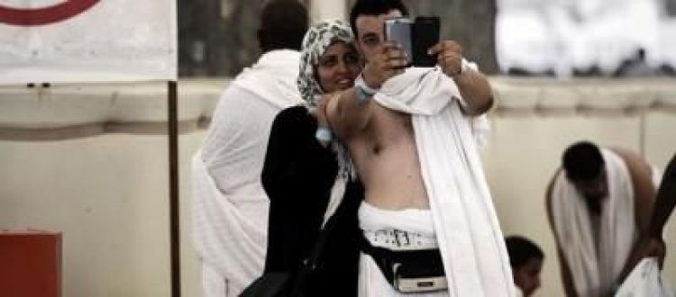 مفتي سعودي يعتبرالتصوير الثنائي سلفي شرك اقرا لماذا؟