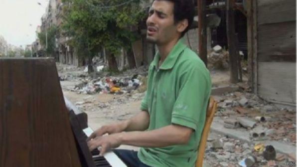 رحلة عازف بيانو بمخيم اليرموك إلى اليونان