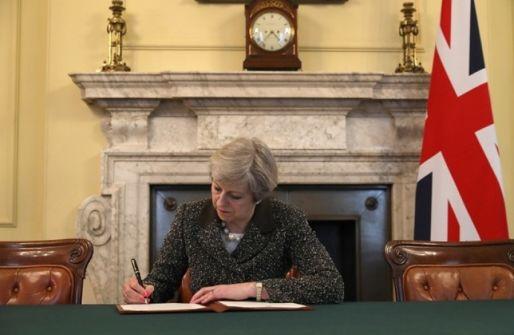 استطلاع جديد: البريطانيون يرغبون بخروج من 'الاتحاد' دون اتفاق