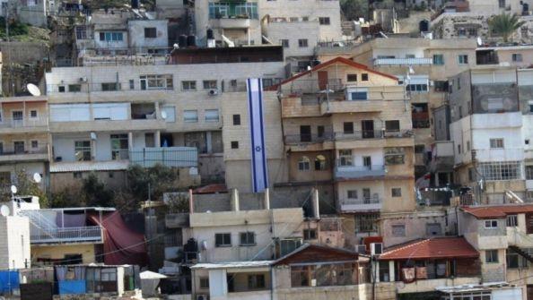 قبل دفنها: مقدسي مُغترب يُبصّم والدته على فراش الموت لبيع منزلها بسلوان في القدس