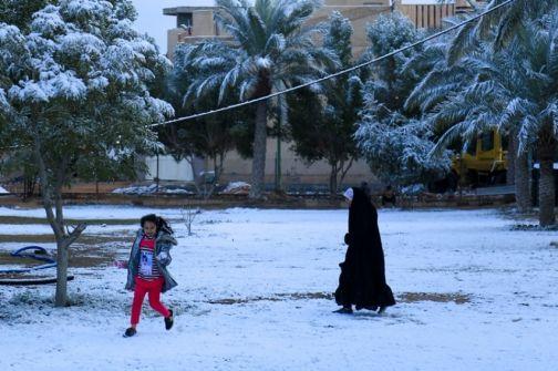 لأول مرة منذ عقود.. الثلوج تغطي العراق