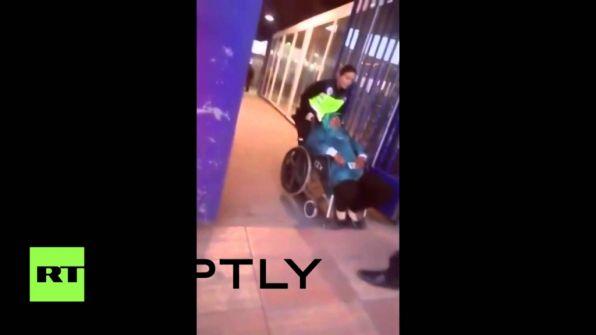 فاجعة إنسانية.. شرطيان إسبانيان يقذفان بمهاجرة مغربية معاقة ولا أحد يحرك ساكنا 'فيديو'
