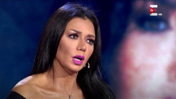 """فيديو رانيا يوسف الإباحي على مكتب النائب العام.. الفنانة الشهيرة """"مصدومة"""" من انتشار المقطع"""