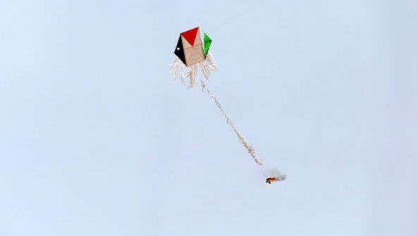 الاحتلال: الطائرات الورقية قد تؤدي إلى عملية عسكرية ضد غزة
