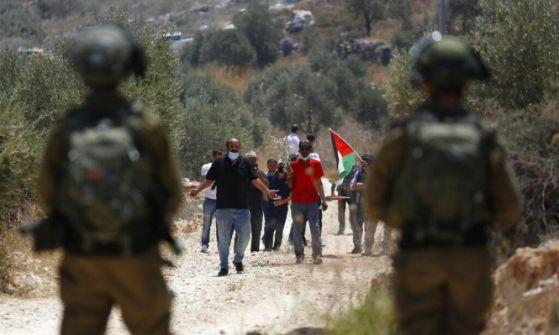 اعتقالات بالضفة والقدس طالت أسرى محررين وتوغل بغزة