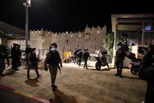 الاحتلال يقمع الفلسطينيين في باب العامود