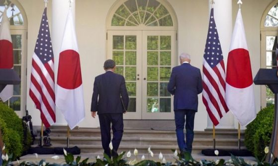 بايدن يحاول تجنيد اليابان في جبهته ضد الصين.. وبكين تحّذر
