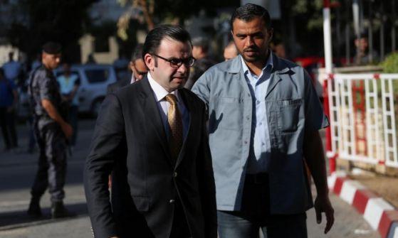 إقالة مسؤول فلسطيني إثر تعقيبه على مقتل نزار بنات