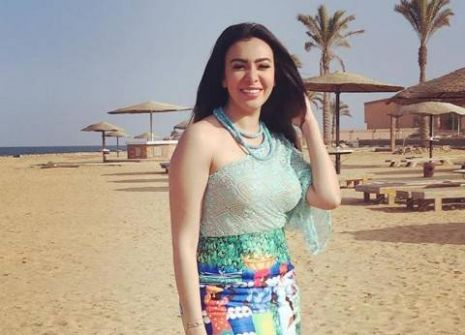 ترحيل فنانة مصرية إلى سجن القناطر بعد تسليم نفسها للشرطة