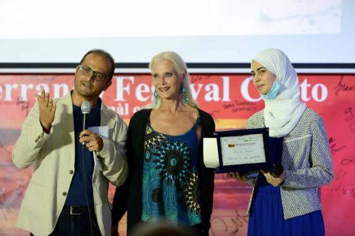 فيلم 'جذور في المنتصف' للطالبة الفلسطينية فريدة الكيلاني يخترق العالمية
