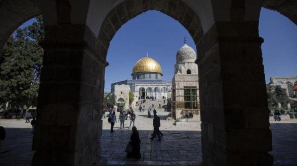 فلسطينيون يجبرون وفدا إماراتيا على مغادرة الأقصى