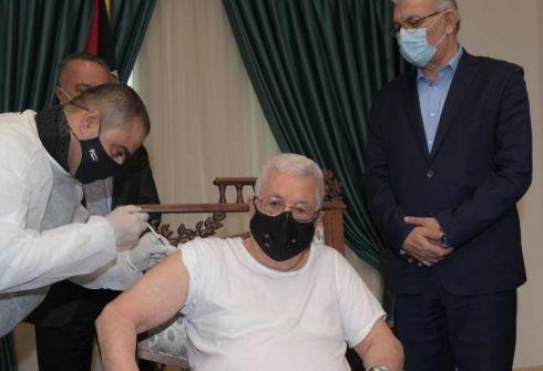 الرئيس يتلقى اللقاح المضاد لفيروس 'كورونا'