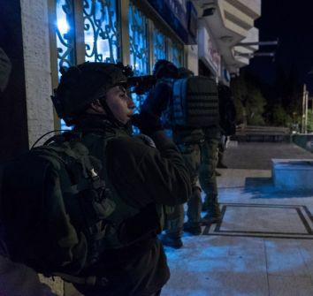 الاحتلال يشن حملة اعتقالات في الضفة الغربية تطال العشرات