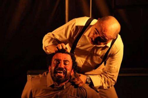 مسرحية 'بيدرو والنقيب' وتحولات الحكم والنفس للمخرج الفلسطيني إيهاب زاهدة .... تحسين يقين