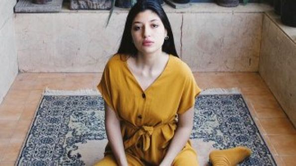 ممثلة مصرية شهيرة تكشف تفاصيل تعرّضها للتحرش الجنسي.. بالصورة