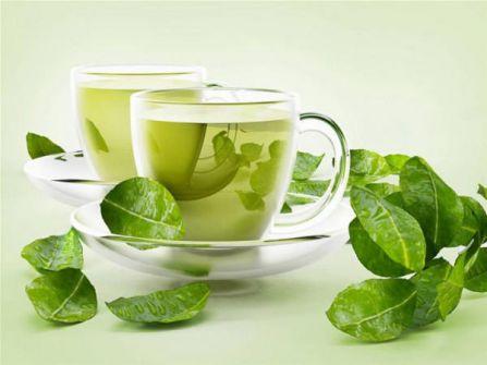 ماذا يفعل كوب من الشاي الأخضر على معدة فارغة؟