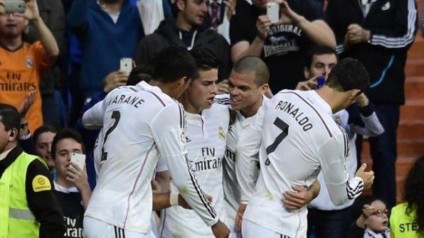 ريال مدريد يهزم الميريا بثلاثية ويقلص الفارق مع برشلونة