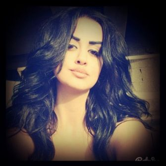 بالفيديو ..الفنانة اللبنانية ماريال فارس تستجيب لمعجبيها وتغني لهم عبر' الفيس بوك'