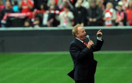 وفاة مغني نشيد ليفربول 'لن تسير وحدك أبداً'