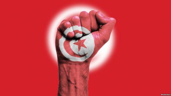 موظفو تونس يُضربون مطالبين بإسقاط الحكومة