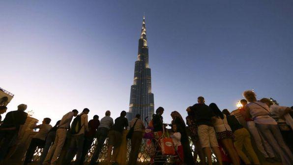 """""""دويتشه فيله"""": دبي تعيش أوضاعا اقتصادية صعبة وحادة"""