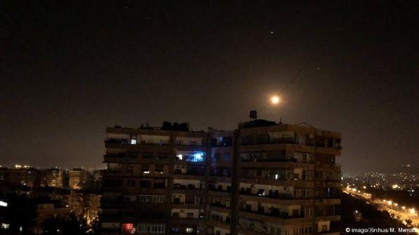 'سانا':الاحتلال الاسرائيلي يستهدف حلب بالصواريخ بعد قرار ترامب بشأن الجولان