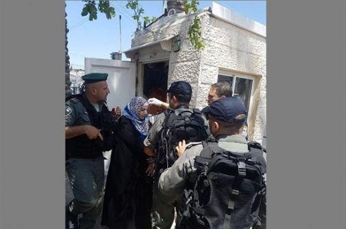 فيديو-اعتقال سيدة بحجة طعنها حارس أمن بالقدس المحتلة