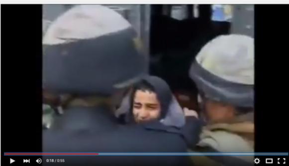 بالفيديو: الاحتلال يعتقل طفلا رغم بكائه وتوسلاته