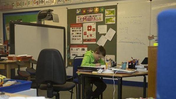 طفل يدرس وحده في مدرسة اسكتلندية