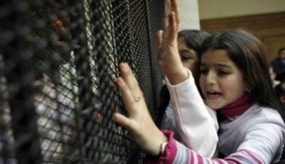 نادي الأسير: الاحتلال يواصل اعتقال (11) أمّا في سجونه