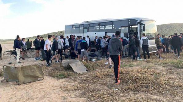 قتيل واصابات بينها خطيرة جدا لجنود الاحتلال بانحراف حافلة في النقب
