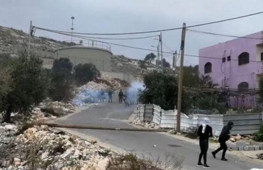 إصابة 13 مواطنا بجروح وحالات اختناق خلال مواجهات مع الاحتلال في كفر قدوم