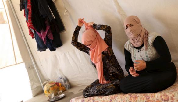 'ميرور' تكشف أسعار الاطفال والنساء الذين يبيعهم'داعش' في سوق 'الرقيق'