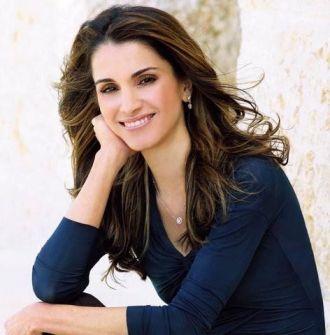 بالفيديو: لحظة استقبال الملكة رانيا لزوجها بعد عودته من السفر